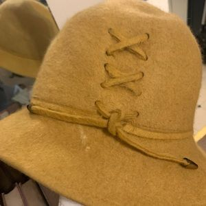 Vintage Accessories - 1960s goldenrod yellow hat